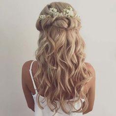 45 Romantic Wedding Hairstyles // modernwedding.com.au // Hair by Grace Roby…