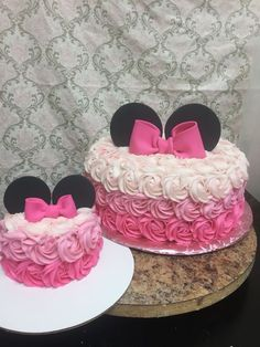 Ideas For Birthday Party Food Minnie Mouse Mickey Cakes Minni Mouse Cake, Minnie Mouse Birthday Cakes, Mickey Cakes, Minnie Mouse Party, Birthday Cupcakes, Minnie Mouse Cupcake Cake, Mini Mouse Cupcakes, Mickey Birthday, Baby 1st Birthday