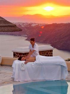 Escape daily routine and go for a relaxing massage // Échappez-vous de la routine quotidienne avec un massage relaxant