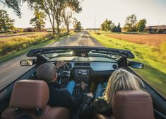 These breezy driving routes make for amazing fall road trips Crisp air. Falling leaves. Hot apple cider in hand. Nothing says fall like a weekend road trip touring through small town Ontario. This year, slow down and celebrate harvest season in Ontario's Southwest on one of these great routes.