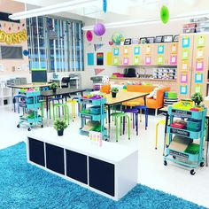 Love the bright colors, open spaces, and organization in this classroom! What a fun place to learn! | #OrganizedClassroom #ClassroomOrganization #TeacherTips #ClassroomDecor
