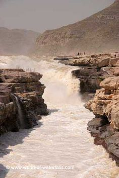 Another direct look at Hukou Waterfall from the Shaanxi side, Yellow River, Shaanxi Province / Shanxi Province, China