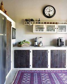 Idea design cucine rustiche - sportelli in legno grezzo