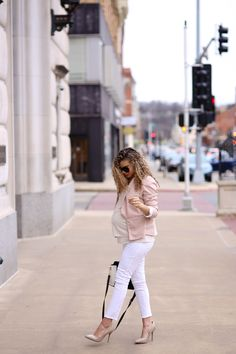 2 Chic Ways to Wear White Jeans to Work - maternity fashion + pregnancy. Maternity Business Casual, Casual Maternity Outfits, Maternity Work Clothes, Pregnancy Outfits, Business Casual Outfits, Maternity Fashion, Maternity Style, Pregnancy Fashion, Maternity Photos