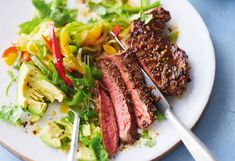 Steak mit Avocado und Paprikasalat Avocado, Steak, Food And Drink, Menu, Nutrition, Cooking, Meat, Cilantro Dressing, Meal
