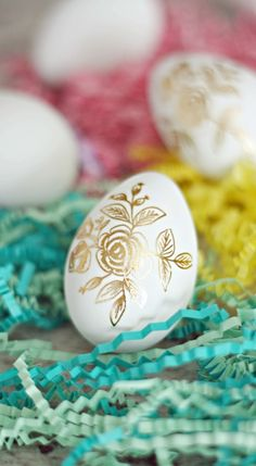 Best DIY Easter Egg Decoration Ideas 2019 If you are wondering about some DIY Easter egg decorating ideas then here are some of the best DIY egg decorating ideas listed that you need to check out. Easter Crafts, Crafts For Kids, Cool Easter Eggs, Easter Bunny, Easter Egg Designs, Easter Ideas, Gold Diy, Egg Decorating, Origami