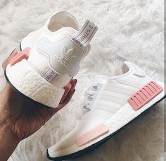 adidas Originals NMD in weiß-rosa/white-pink // Foto: genevievechanel (Instagram)