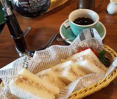 Breakfast: teriyaki sandwiches and coffee. I love this place @watanabecoffee #sandwich #sandwiches #newlyweds #justmarried #honeymoon #travel #coffee #coffeelove #brewedcoffee #blogger_lu #singapore #siphon #gearfamily #gearllc #chicken #tetiyaki #Singapo