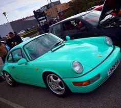 Porsche 911 964 Carrera in mint green
