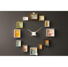 OROLOGIO Originale e personalizzabile, il meccanismo delle lancette viene affiancato da cornici e foto che segnano l'ora con allegria e colore