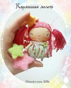 Пока только показываю,не могу не показать,она меня так радует,мне бы работать,а я играюсь)))#карманнаямелочь #персонажленадоронина #игрушкиленадоронина #ручная_работа #ручнаяработа #авторскаяигрушка #авторскаякукла #мастеркрафт  #кукларучнойработы #кукла #lenadotoys #instadoll #artdoll #designer #artist #character #characterlenadoronina #handmadetoys #doll #dolls #dollsofinstagram #dollmaker #dollmaking #clothdoll