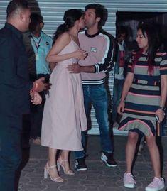 Watch : Deepika Padukone Dances On Ghoomar At Asian Paints Brand Event And Steals The Show - HungryBoo Kareena Kapoor Khan, Ranbir Kapoor, Deepika Padukone Latest, Asian Paints, Paint Brands, Cinderella Dresses, Looking Dapper, Ranveer Singh, Beautiful Girl Indian