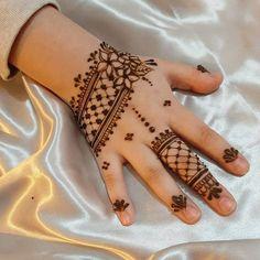 Inspiring Mehndi Designs For Kids To Try In 2019 Mehendi Designs For Kids, Pretty Henna Designs, Mehndi Designs Book, Henna Tattoo Designs, Finger Henna Designs, Simple Arabic Mehndi Designs, Henna Tattoo Hand, Dulhan Mehndi Designs, Mehndi Designs For Fingers