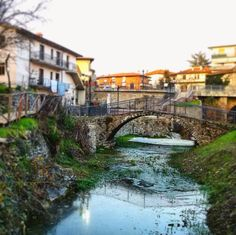 Laterina and Ponticino (Tuscany) are connected by the Catolfi bridge, a 64-metre-long construction in reinforced concrete, the only connection between the towns.
