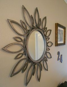 Sunburst mirror with an antique silver finish, DIY guide to achieving this finish with spray paint Small Wall Mirrors, Round Mirrors, Sunburst Mirror, Diy Mirror, Diy Wall Art, Diy Wall Decor, Afrique Art, Wrought Iron Decor, Iron Furniture