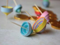 Paper Strip Dreidels. #Hanukkah #crafts http://www.ivillage.com/fun-hanukkah-crafts-kids/6-b-301697#504375