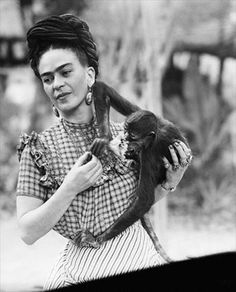 Painter Frida Kahlo was a Mexican self-portrait artist who was married to Diego Rivera and is still admired as a feminist icon. Frida E Diego, Frida Kahlo Diego Rivera, Frida Art, Frida Kahlo Artwork, Frida Kahlo Costume, Frida Kahlo Portraits, Kahlo Paintings, Feminist Icons, Most Famous Artists