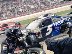 .@kaseykahne just came in the pits at lap 27 for fuel, four tires and a chassis adjustment. #farmers5 Atlanta 3/1/15