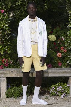 Pigalle presented its Spring/Summer 2017 collection during Paris Fashion Week. Vogue Paris, Pigalle Paris, Fashion Show, Mens Fashion, Paris Fashion, Mens Trends, Gq Magazine, Men's Collection, Catwalk
