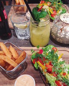 Salmon sandwiches, fries, chili mayo, lemonade and coke