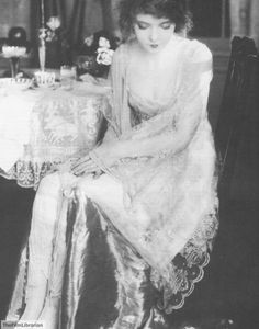 """thefilmlibrarian: """" Lillian Gish publicity for """"Way Down East"""" ~Waco """" Hollywood Night, Old Hollywood Movies, Vintage Hollywood, Classic Hollywood, Dorothy Gish, Lillian Gish, Vintage Photographs, Vintage Images, Hollywood Lingerie"""