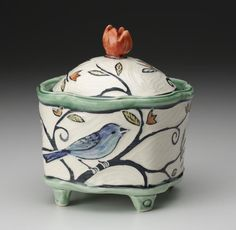 Molly Cantor of Shelburne Falls, MA--birds! click the image or link for more info. Hand Built Pottery, Slab Pottery, Ceramic Pottery, Pottery Art, Ceramic Boxes, Ceramic Jars, Slab Boxes, Clay Box, Pottery Animals
