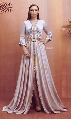 Ramadán collection 2019 by Selma ben omar Morrocan Dress, Moroccan Caftan, Abaya Fashion, Muslim Fashion, Fashion Outfits, Turkish Fashion, Oriental Fashion, Beautiful Gowns, Beautiful Outfits