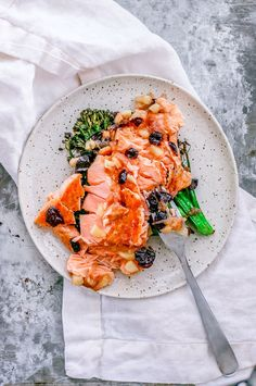 This Pan-Seared Salmon With Apple Cranberry Sauce is delicious proof that fish has a place at the dinner table throughout the cooler months, too. Heart Healthy Recipes, Healthy Dinner Recipes, Whole Food Recipes, Entree Recipes, Lunch Recipes, Thyme Recipes, Pan Seared Salmon, Cranberry Sauce, Cranberry Recipes