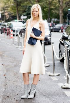 These unexpected ankle boots in a light, summery color, pair perfectly with this simple #LWD // #ankleboot #style