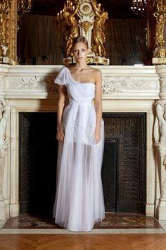 Η διεθνώς βραβευμένη Eλληνίδα σχεδιάστρια Σοφία Κοκοσαλάκη! Το όνομα που ταυτίστηκε με το ελληνικό design!  http://www.sophiakokosalaki.com/ #Sophia, #kokosalaki, #wedding, #gowns Best www.lovetale.gr