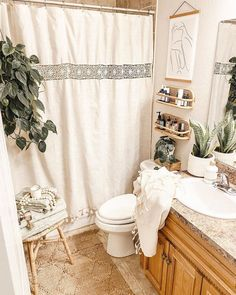 Cozy Bathroom, Bathroom Shower Curtains, Small Bathroom, Bathroom Inspo, Bathroom Ideas, Bathroom Goals, Old Bathrooms, Amazing Bathrooms, Bohemian Room Decor