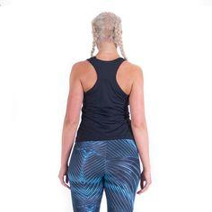 Aguamiu hihaton uimapaita on reilusti lantion päälle ulottuva, uimiseen tarkoitettu paita. Pitkässä paidassa tuntu uidessa on erittäin miellyttävä. Hihaton uimapaita myös pysyy paikoillaan, kun nouset altaasta ylös.  HUOM! Aguamiu hihaton uimapaita on tarkoitettu käytettäväksi joko lyhyen Aguamiu uimatopin kanssa tai vaihtoehtoisesti bikinien yläosan kanssa. Toppi on ihanasta ohuesta kankaasta valmistettu, ilman toppauksia ja ylimääräisiä saumoja. Joko, Fashion, Moda, Fashion Styles, Fashion Illustrations