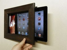 The iPad Frame - This would be an easy DIY project; stick a lovely wooden frame over an inexpensive digital photo tablet or an out-of-date iPad. Tablet Wall Mount, Diy Tv Wall Mount, Wall Mounted Tv, Diy Wall, Digital Foto, Digital Photo Frame, Digital Wall, Cool Wood Projects, Easy Diy Projects