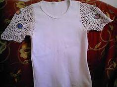 Resultado de imagem para camiseta com aplicação de croche