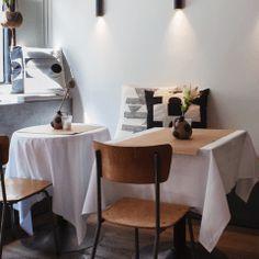 Kokosmakronen - zelf maken - koekjes - Beginspiration Toffee Cheesecake, Gnocchi, Pretzel, Office Desk, Dining Table, Bar, Furniture, Home Decor, Apple Pie