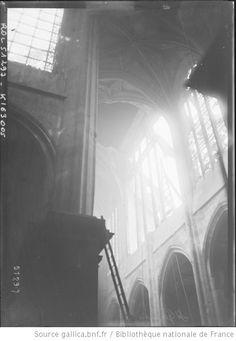 [Eglise] St Gervais [Paris, dégâts dûs aux bombardements à longue portée du 29 mars 1918] : [photographie de presse] / [Agence Rol] - 1