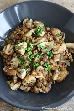 Plantaardigheidjes: Linzen & champignons met mosterd en balsamico Vegetability: Lentils & mushrooms with mustard and balsamic vinegar Veggie Recipes, Lunch Recipes, Whole Food Recipes, Vegetarian Recipes, Healthy Recipes, Table D Hote, I Want Food, Diner Recipes, Vegan Dishes