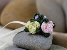 Bouquet of three small crochet roses