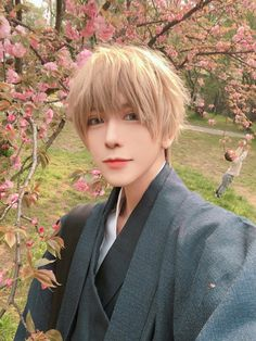 kid is so happy about the Mei blossoms Epic Cosplay, Male Cosplay, Amazing Cosplay, Handsome Anime Guys, Handsome Boys, Anime Cosplay Makeup, Hakkenden, Dancing Drawings, Human Poses Reference