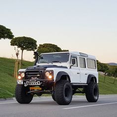 110 is definately the JEEP destroyer. Landrover Defender, Land Rover Defender 110, Defender Car, Jeep Truck, Pickup Trucks, Offroader, Honda S2000, Honda Civic, Bug Out Vehicle