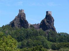 Hrad leží v katastru obce Troskovice