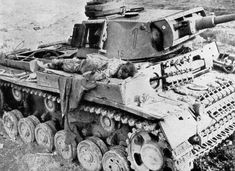 This Panzer III Ausf L was knocked out during the fighting around Thala and Kasserine, during the fighting in Tunisia Afrika Corps, North African Campaign, German Soldiers Ww2, Military Pictures, History Images, World War Two, Military Vehicles, Wwii, Band Of Brothers