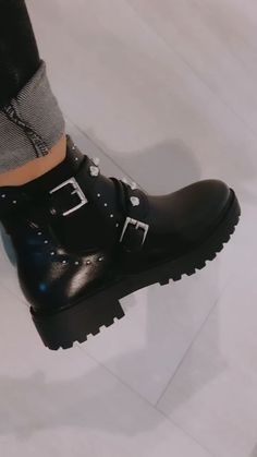 Fancy Shoes, Trendy Shoes, Cute Shoes, Me Too Shoes, Black Ankle Boots, Heeled Boots, Shoe Boots, Fashion Boots, Sneakers Fashion
