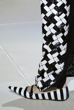 Social Media's Impact on Spring - Marc Jacobs Shoes! Spring Summer Trends, Spring Fashion Trends, Marc Jacobs Shoes, Mode Chic, Jacob Black, Stripes Fashion, Kinds Of Shoes, Black N White, Couture Collection