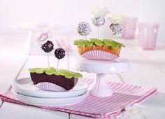 Blumenkästen mit Cakepops -  Kleine Kuchen dekoriert mit Marzipan und Cakepops
