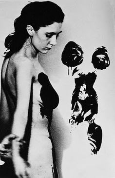 Yves Klein photo of artist Meret Oppenheim painting with the body Land Art, Nouveau Realisme, Meret Oppenheim, Jean Tinguely, Yves Klein Blue, Portraits, Man Ray, French Artists, Conceptual Art