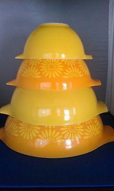 PYREX Cinderella Daisy Sunflower Orange Yellow 4 Nesting Mixing Bowls Set by SheliasGlassShop on Etsy