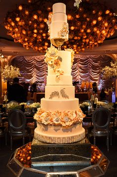 The cake looks even more spectacular under this flower chandelier in Beverly Hills Hotel.