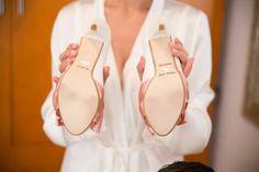 Recording of the shoe's sole - Bride Elisabete - and I wonder Stuart Weitzman, Brides, Flip Flops, Sandals, Heels, Fashion, Heel, Moda, Shoes Sandals