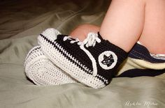 a homemade crochet baby converse pattern, a pattern variation for babies with LONG thin feet